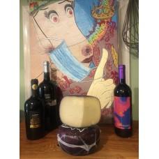 Pecorino invecchiato con vinacce in confezione da circa 500 gr